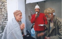 Dhoom Singh Negi of Tehri honoured by Lata